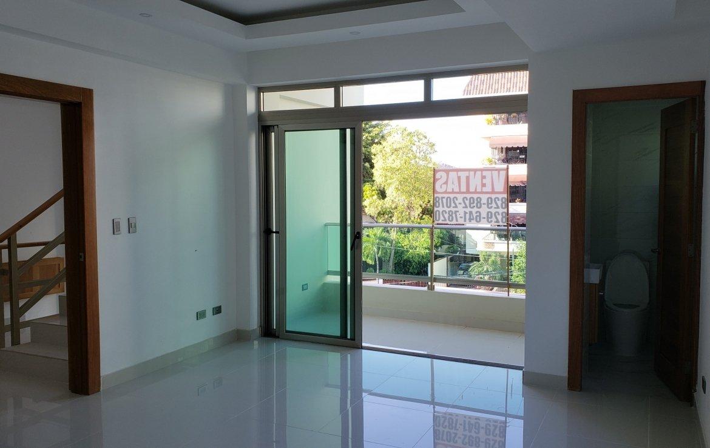 Sala en el apartamento en la urbanización real