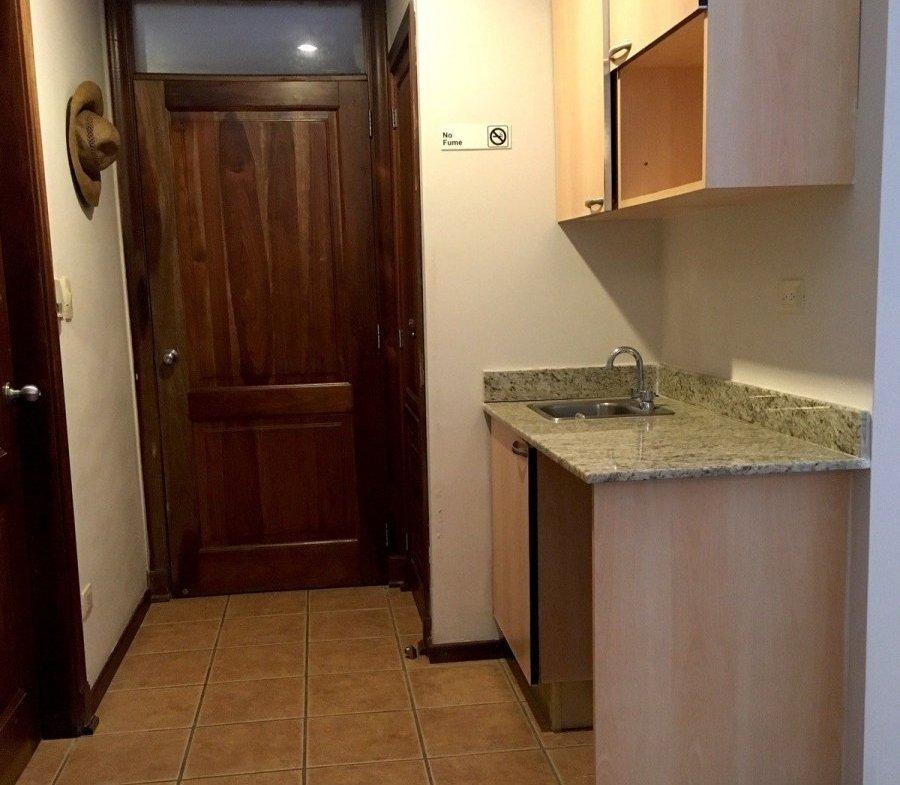Apartamento en Brisas de Guavaberry